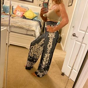 Beautiful long flowy silky very smooth pants Sz S